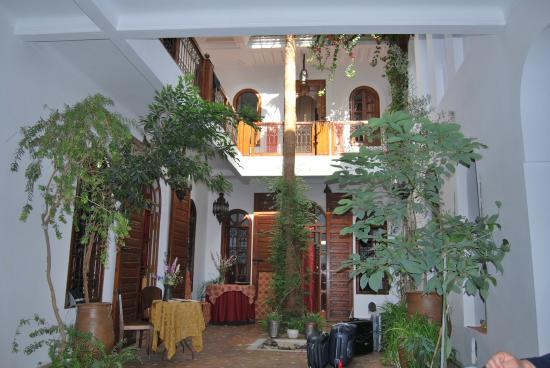 Riad Sable Chaud: open garden with fresh air