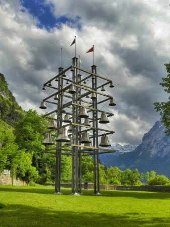Sisikon, Switzerland: Le plus grand carillon de Suisse