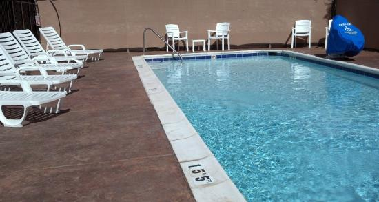 Super 8 by Wyndham Grand Junction Colorado: Sunny Outdoor Pool