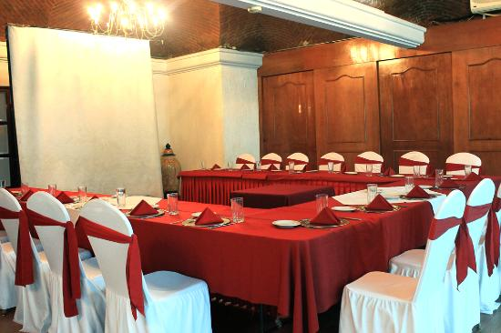 Del Rey Inn Hotel: Salones