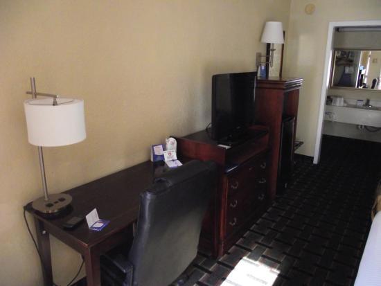 Baymont Inn & Suites Lake City: WORK DESK