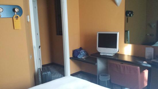 Moderno Hotel Pavia : Habitación