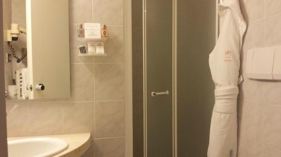 Moderno Hotel Pavia : Baño