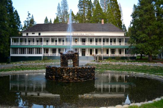 Big Trees Lodge: The venerable and fabulous Wawona Hotel at sunset