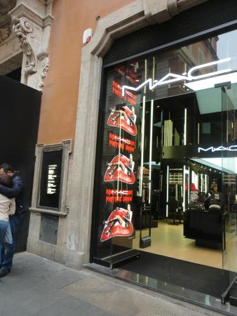 A sephora picture of via del corso rome tripadvisor for Mac roma via del corso