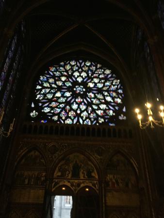 Parigi, Francia: Gorgeous stained glass!