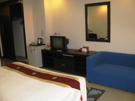 Sinsuvarn Airport Suite: room