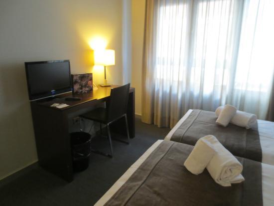 Hotel Madanis Liceo: Habitación Doble - escritorio