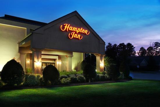 Hampton Inn Richmond - North / Ashland: Front of the Hotel