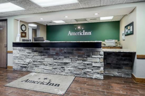AmericInn Hotel & Suites West Salem: Front Desk