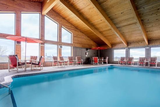 AmericInn Hotel & Suites West Salem: Pool