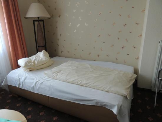 Alt Graz Hotel: Cama de solteiro