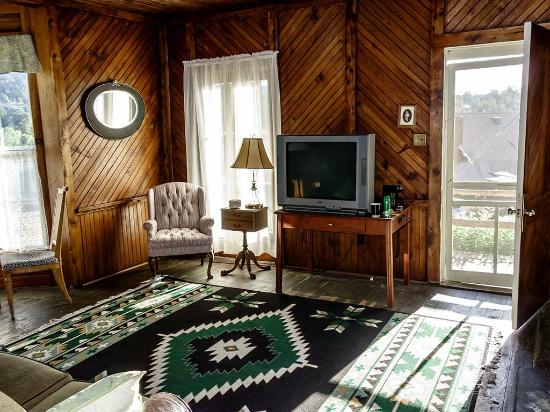 Elkhorn Lodge and Guest Ranch: Front door and tv in the main room of the cabin