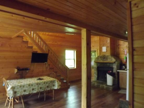 Ouabache Trails Park: Inside of cabin at park