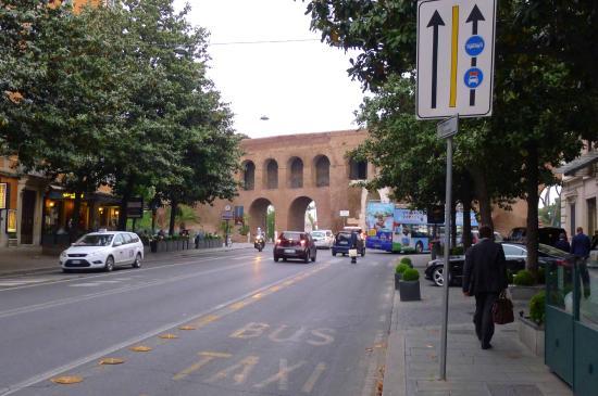 Porta pinciana foto di via veneto roma tripadvisor - Via di porta pinciana 34 roma ...