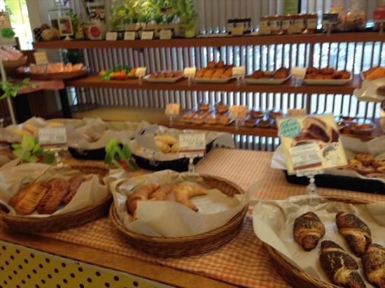 Miki Highway Rest Area: おかずパン系もたくさんあります