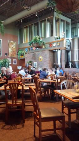 Delafield Brewhaus: Dining area