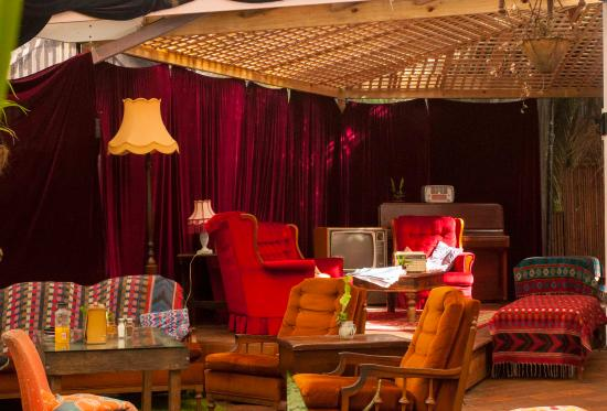 Treehouse on Belongil: Relaxed seating