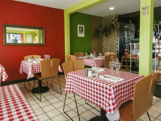 Heidi's Italian Dinners: Heidi's Italian Dinner's Dining Room