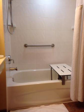 Holiday Inn Express Hotel & Suites Clarington - Bowmanville: photo0.jpg
