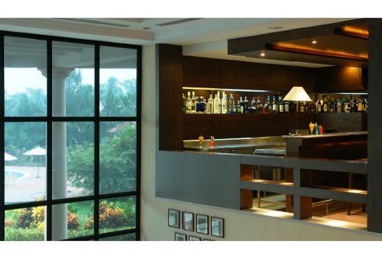 Fortune Park Panchwati Hotel: Neptune Bar