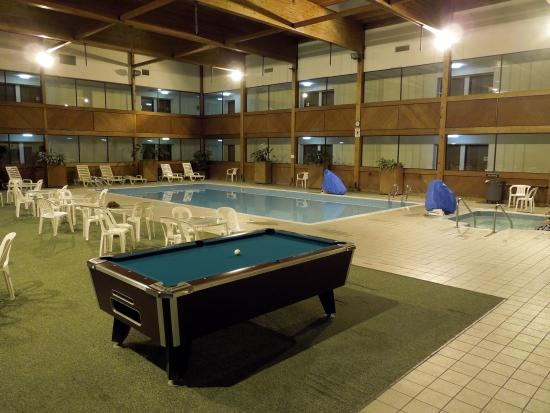 Barkers Island Inn: Pool Area
