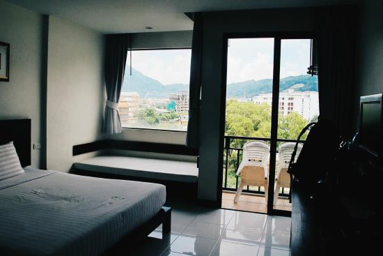 Patong Paradee Resort: Pretty spacious.