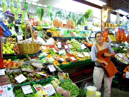During the market tour maria bought vegetables here for for Taller andaluz de cocina