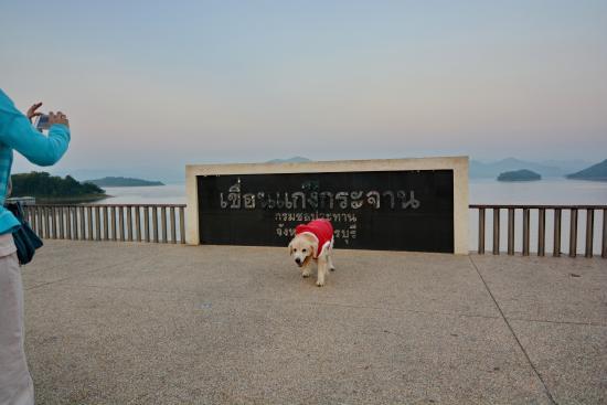 Kaeng Krachan Dam: สันเขื่อน กับลูกชาย