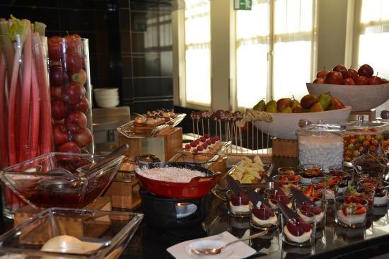 Apples Restaurant & Bar: Buffet