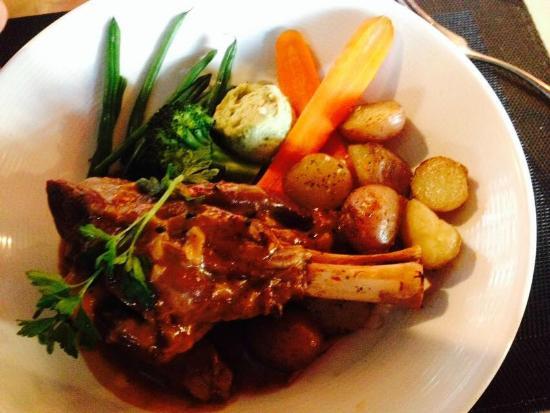 Bacio Cuisine Italienne: Jarret d'agneau