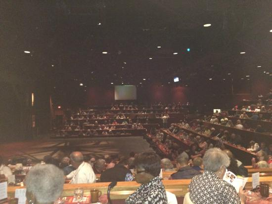 Elmsford, État de New York : Looking at stage from table 378.