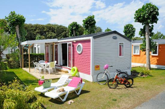 Nouveau quartier premium photo de camping yelloh village le littoral talmont saint hilaire - Camping les jardins de l atlantique ...