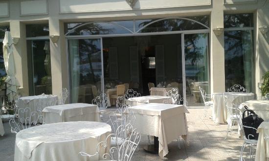 I tavoli in terrazza - Picture of Hotel Villa Giulia Ristorante Al ...