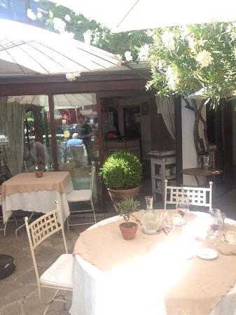 Restaurant restaurant caf fleurs a u jardin d 39 aubanel for Resto avec jardin