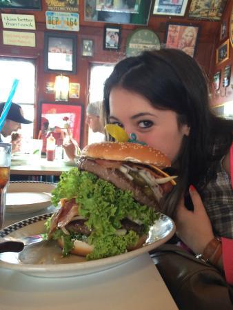 Mandy's Railway Diner: Super Hero Burger