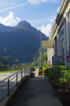 Montbovon, Szwajcaria: Eingang des Hotels