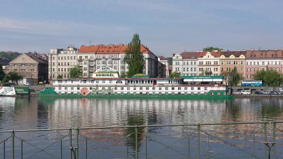 Botel Admiral: l'hotel dalla Moldava