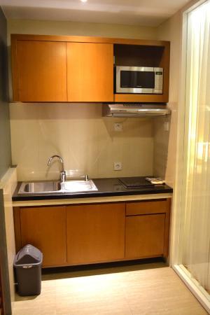Seminyak Square Hotel: Junior Suite Kitchenette