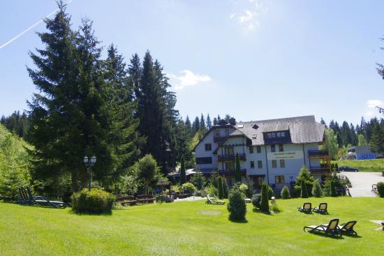 Gaestehaus Schoeneck Garni : Park mit Hotelansicht