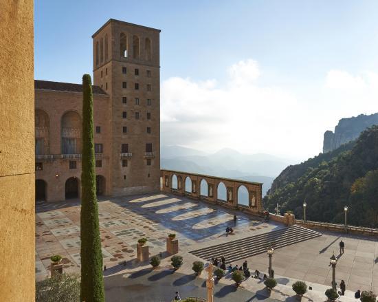 Hotel Abat Cisneros: Plaza de Santa Maria de Montserrat