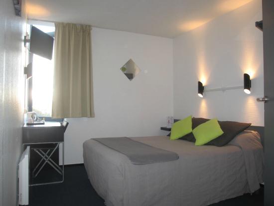 h tel stars dijon chenove france voir les tarifs 31 avis et 20 photos. Black Bedroom Furniture Sets. Home Design Ideas