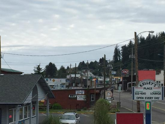 Econo Lodge Garibaldi: The view from our room door.