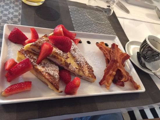Casa di Maio: French toast with 5 stars.