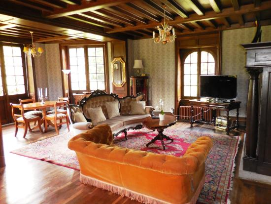 Chateau Quelennec Maison D'hote: Mike and Zina have lovingly renovated every room in the chateau.