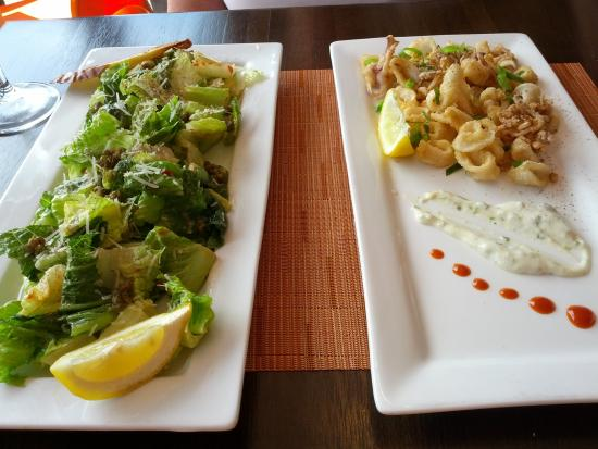 Pearl Bistro & Oyster Bar: Fresh Crispy Calamari with a mighty fine Ceasr Salad