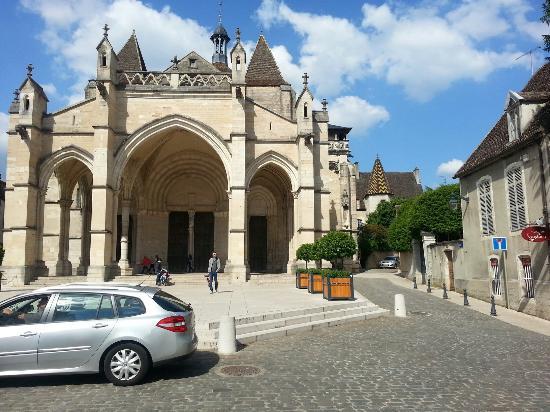 Beaune, France : Collegiale Notre-Dame