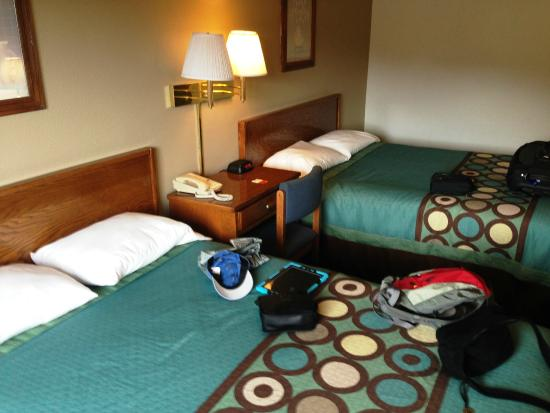 Super 8 Gardiner/Yellowstone Park: Two Queens, clean and was comfortable.