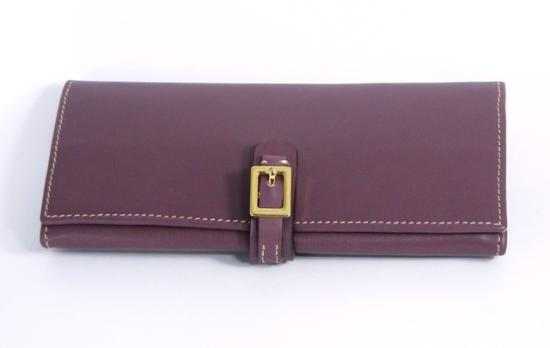 Grecale Trading: Woman's wallet