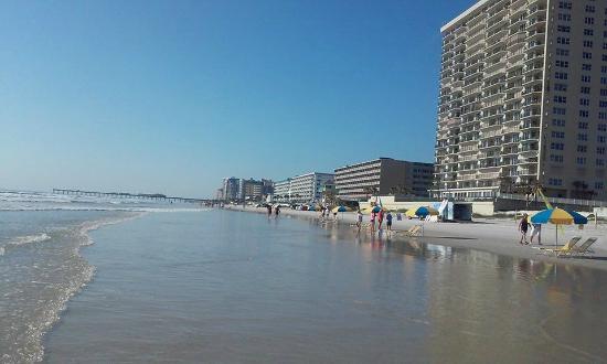 Days Inn Daytona Oceanfront Daytona Beach Fl
